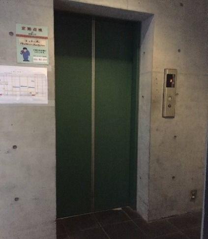 エレベーターの扉の劇的リフォーム施工前